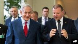 نخست وزیر اسرائیل در سفر به لیتوانی به سر می برد.