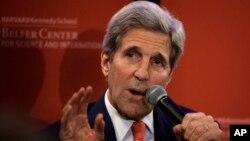 Menteri Luar Negeri Amerika John Kerry bersiap-siap untuk bertolak ke Timur Tengah (foto: dok).