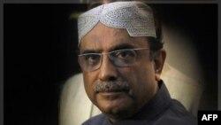 Tổng thống Pakistan Asif Ali Zardari tại một cuộc họp báo ở Rawalpindi