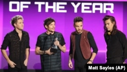 Niall Horan, from left, Louis Tomlinson, Liam Payne, and Harry Styles of One Direction accept the award for artist of the year at the American Music Awards at the Microsoft Theater on Sunday, Nov. 22, 2015, in Los Angeles.