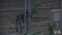 Des migrants tentent de passer la frontière entre le Maroc et l'Espagne (vidéo)