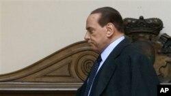 貝盧斯科尼離開政壇。