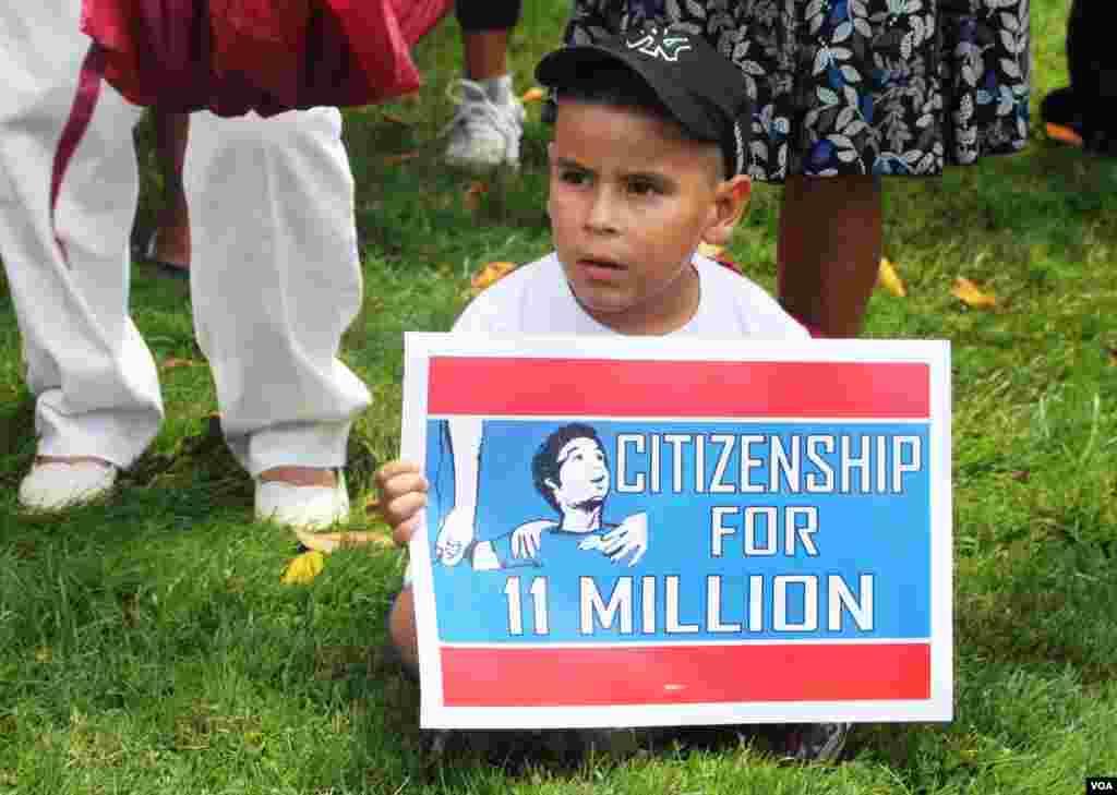 Los niños acompañaron a sus familias en apoyo de la marcha por una reforma inmigratoria.