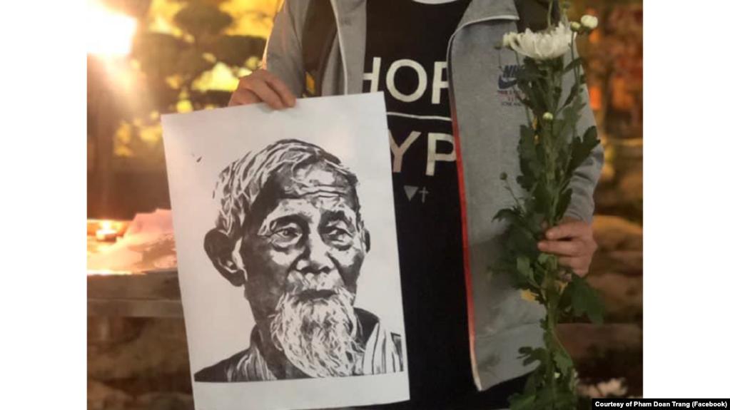 Hình ảnh ông Lê Đình Kình trong một buổi lễ tưởng niệm hôm 12/1.