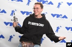 "Logic poses in the press room with the award for best fight against the system for ""Black SpiderMan"" at the MTV Video Music Awards, Aug. 27, 2017."