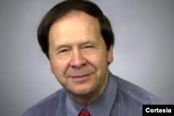 Emilio Viano - Profesor en American University y experto en política internacional