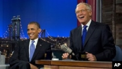 "Presiden AS, Barack Obama bersama David Letterman dalam acara ""Late Show With David Letterman"" di Ed Sullivan Theater, New York (18/9)."