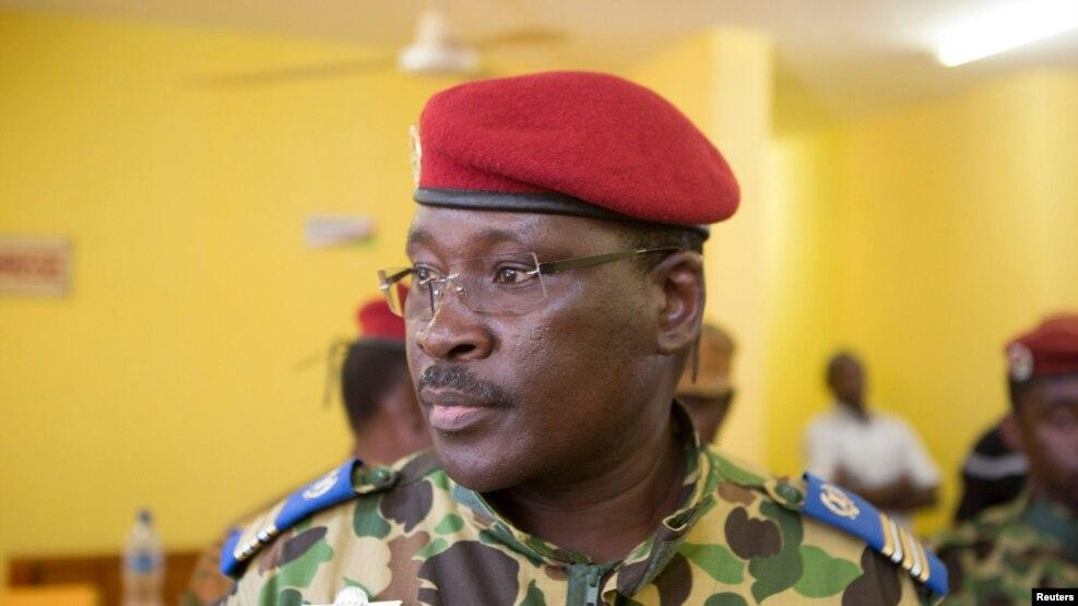 Le Lieutenant Colonel Yacouba Isaac Zida dans une conference de presse dans laquelle il a annonce sa nomination comme président de la Republique Ouagadougou, capitale du Burkina Faso, novembre 1, 2014.