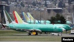 امریکی ریاست واشنگٹن میں واقع بوئنگ کی ایک فیکٹری میں نئے بن کر نکلنے والے 373 میکس ساختہ طیارے کھڑے ہیں۔ (فائل فوٹو)
