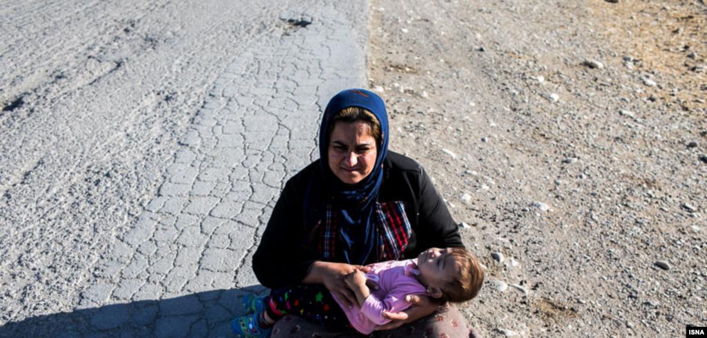 خسارت زلزله غرب كشور در روستاى عباس اوليا عكس: آرش خاموشى