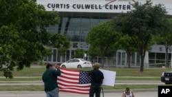 Un concurso similar en Garland Texas fue atacado por dos hombres armados.