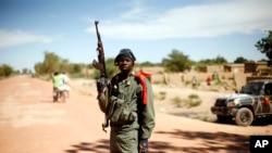 Mwanajeshi katika kituo cha ukaguzi cha Diabaly nchini Mali, January 21, 2013.