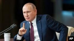 Presiden Rusia Vladimir Putin dalam konferensi pers tahunan di Moskow, Rusia, 19 Desember 2019. (Foto: AP)
