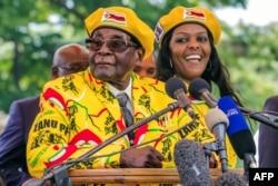 로버트 무가베 짐바브웨 대통령과 부인 그레이스 여사.