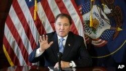 Gubernur Utah Gary Herbert berbicara dengan wartawan di Salt Lake City (5/2). (AP/Rick Bowmer)