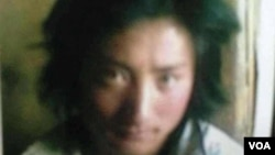 ທ້າວ Kunchock Kyab ອາຍຸ 23 ປີ ທີ່ໄດ້ເອົາໄຟຈູດເຜົາໂຕເອງ ໃນວັນອັງຄານວານນີ້ ຢູ່ໃນເມືອງ Bora ເພື່ອປະທ້ວງຕໍ່ຕ້ານການປົກຄອງ ຂອງຈີນ (VOA Tibetan Service)