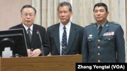台灣國防部長嚴明(左一)在立法院接受質詢