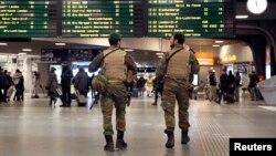 Бельгійські солдати на залізничній станції у Брюсселі, 21листопада 2015 року