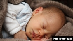Seorang bayi sedang tidur. (Foto: Pixabay)