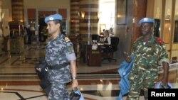 Članovi posmatračke misije UN u hotelu u Damasku