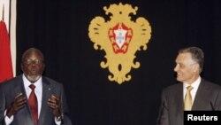 Presidente português, Anibal Cavaco Silva, com o falecido presidente da Guiné-Bissau, Malam Bacai Sanhá, durante uma visita deste a Lisboa, em 2010
