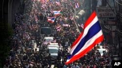Người biểu tình chống chính phủ tuần hành trong thủ đô Bangkok, Thái lan, 20/1/14