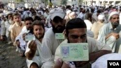 La secretaria de Estado estadounidense instó a Pakistán a movilizar sus propios recursos para seguir adelante con la reconstrucción.