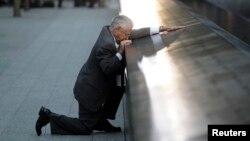 Robert Peraza, perdió a su hijo Robert David Peraza, en los ataques de 2001. Desde entonces, cada 11 de septiembre rinde un homenaje a su hijo.
