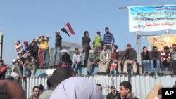 埃及抗議者繼續留在開羅解放廣場