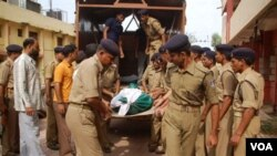 Serangan pemberontak Maois menewaskan 27 pasukan keamanan India di Chhattisgarh, 30 Juni 2010.