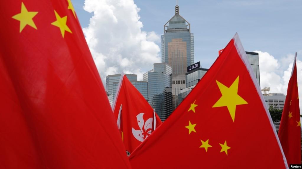 资料照:中国国旗与香港旗帜