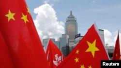 中國國旗與香港旗幟