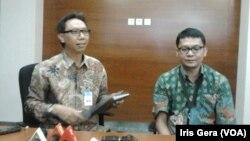 Deputi bidang Komunikasi Bank Indonesia, Tirta Segara (kiri) saat menjelaskan penetapan BI Rate di gedung BI, Jakarta, Selasa, 14 April 2015 (Foto: VOA/Iris Gera)
