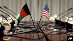 Bendera AS dan Afghanistan.