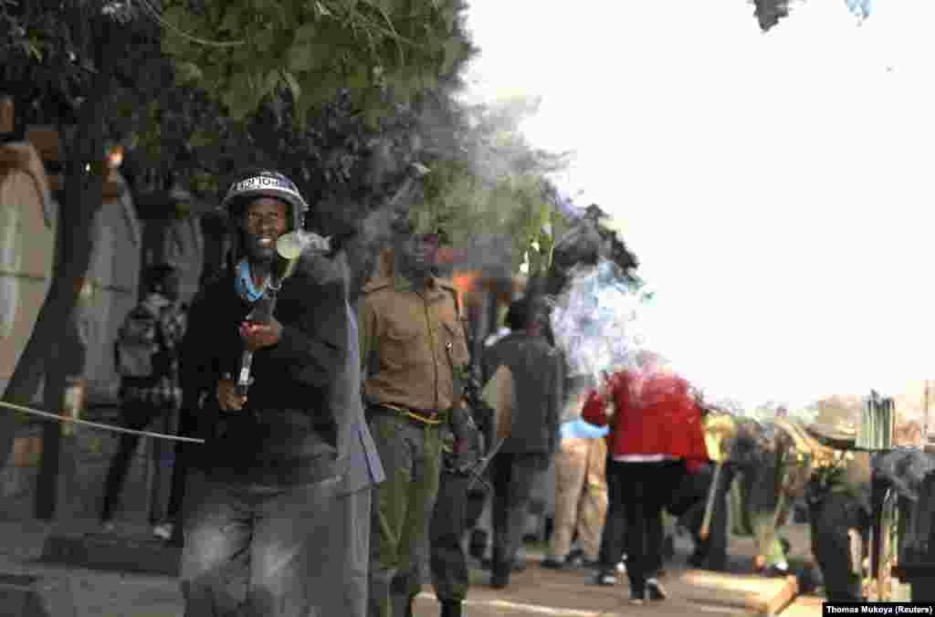 Polisi wa Kenya wafyetua mabomu ya kutoa machozi dhidi ya waandamanaji Nairobi