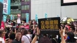 香港民陣7-21反送中大遊行 示威者高舉標語牌及高呼口號