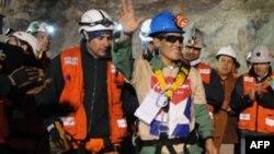 Thợ mỏ người Bolivia được cứu ra khỏi mỏ