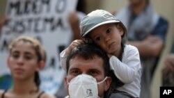 Climat: de milliers de jeunes manifestent à travers le monde