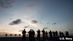 美国海军在南中国海上实施射击演习 (美国海军照片)