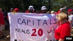 Seguidores de los Capitals se reúnen en el centro de Washington, D.C., el martes, 12 de junio de 2018.