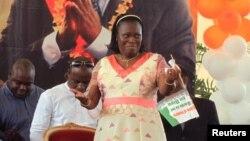 Simone Ehivet Gbagbo, istri mantan Presiden Pantai Gading Laurent Gbagbo saat melakukan kampanye di istana Kebudayaan di Abidjan, ibukota Pantai Gading (Foto: dok). ICC telah mengajukan dakwaan terhadap mantan ibu negara Simone Gbagbo atas kejahatan terhadap kemanusiaan, Kamis (21/11).