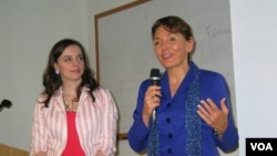 女權無疆界創辦人利特爾約翰和家庭研究理事會的格羅索(美國之音 方冰拍攝)