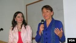 女权无疆界创办人瑞洁(利特尔约翰)和家庭研究理事会的格罗索(美国之音 方冰拍摄)