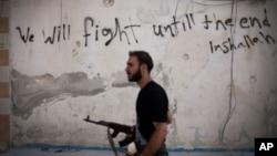 Боец сирийской оппозиции. Алеппо, Сирия (архивное фото)