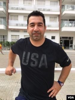 在里约担任美国举重选手教练的沙欣·纳斯里亚尼(美国之音布鲁尔拍摄)
