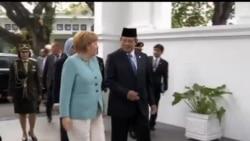 2012-07-11 美國之音視頻新聞: 德國總理默克爾訪問印尼加強雙邊夥伴關係