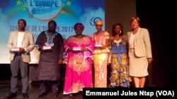 Les lauréats de Cinéma numérique ambulant au Centre culturel français de Yaoundé, au Cameroun, le 8 mai 2017. (VOA/Emmanuel Jules Ntap)