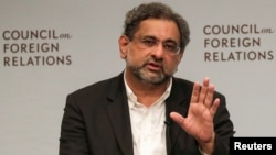 Pakistani Prime Minister Shahid Khaqan Abbasi answers a question during the discussion with the Council on Foreign Relations in Manhattan, New York, Sept, 20, 2017. (REUTERS/Jeenah Moon)