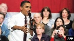 奥巴马在新罕布什尔州的市政会议上回答问题