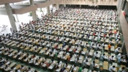 An English examination at Dongguan Technology Institute in Guangdong province, China, in 2007. Students were given different test versions in an effort to prevent cheating.